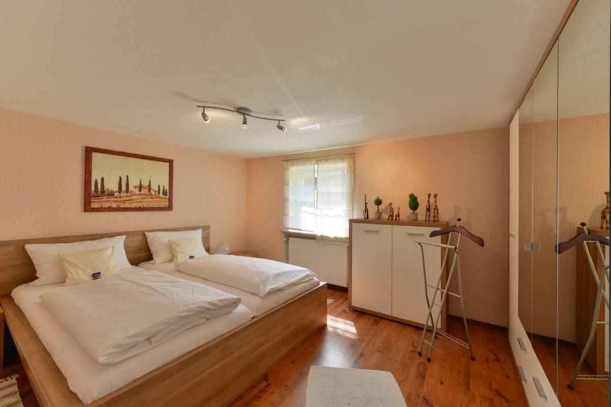 Schades Wohlfühlhotel Ferienwohnung Schlafzimmer Erdgeschoss