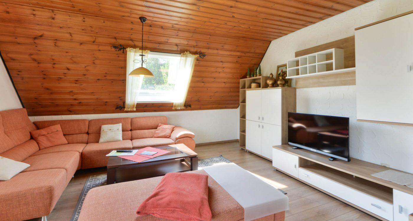 Schades Wohlfühlhotel Ferienwohnung Wohnzimmer Dachgeschoss
